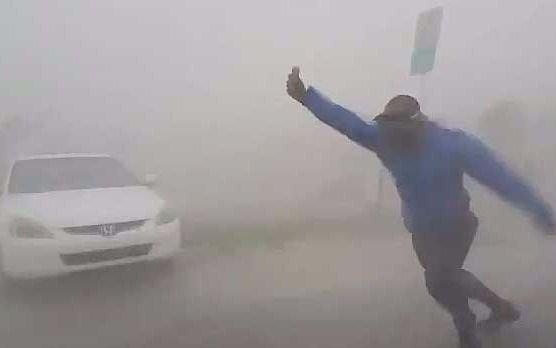 Meterólogo cazador de tormentas se enfrenta a la tempestad — Huracán Irma
