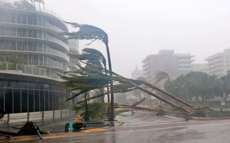 Huracán Irma llega con fuerza de categoría 4 a Florida
