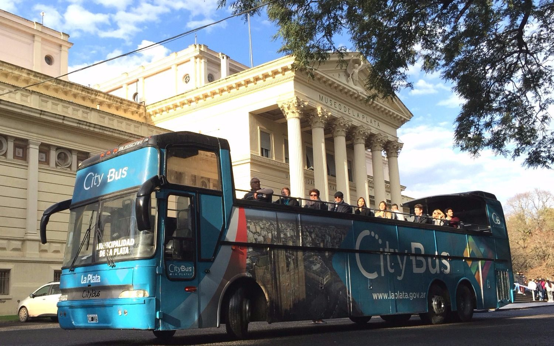 """Se inauguró el """"Bus Turístico Municipal"""" para recorrer la ciudad"""