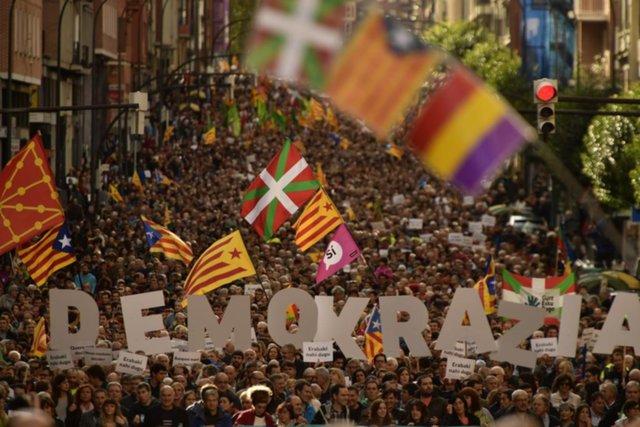 Crece la tensión política en España por el referéndum independentista catalán