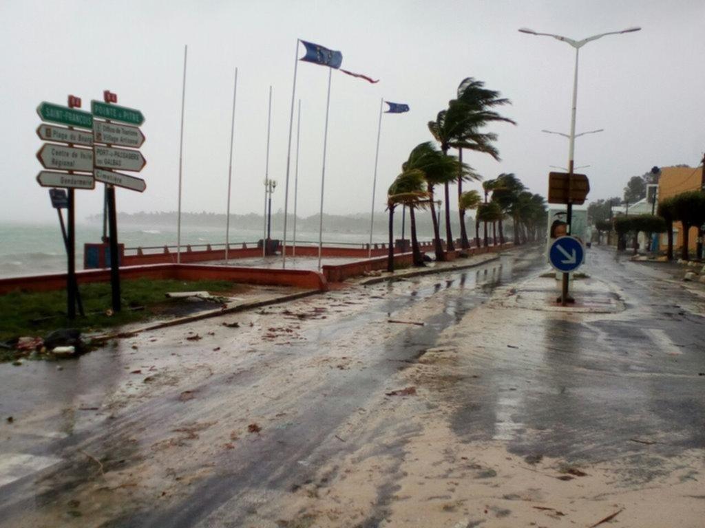 Peligroso huracán 'María' toca tierra en Puerto Rico