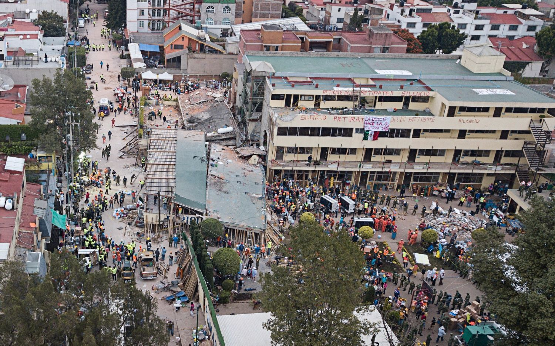 México: sube a 32 la cifra de niños muertos en una escuela
