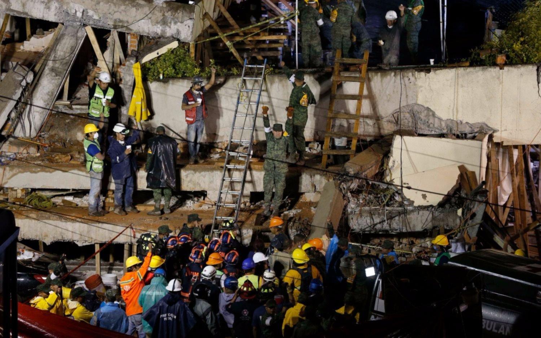 México: son dramáticas las tareas para rescatar a una nena entre los escombros de una escuela