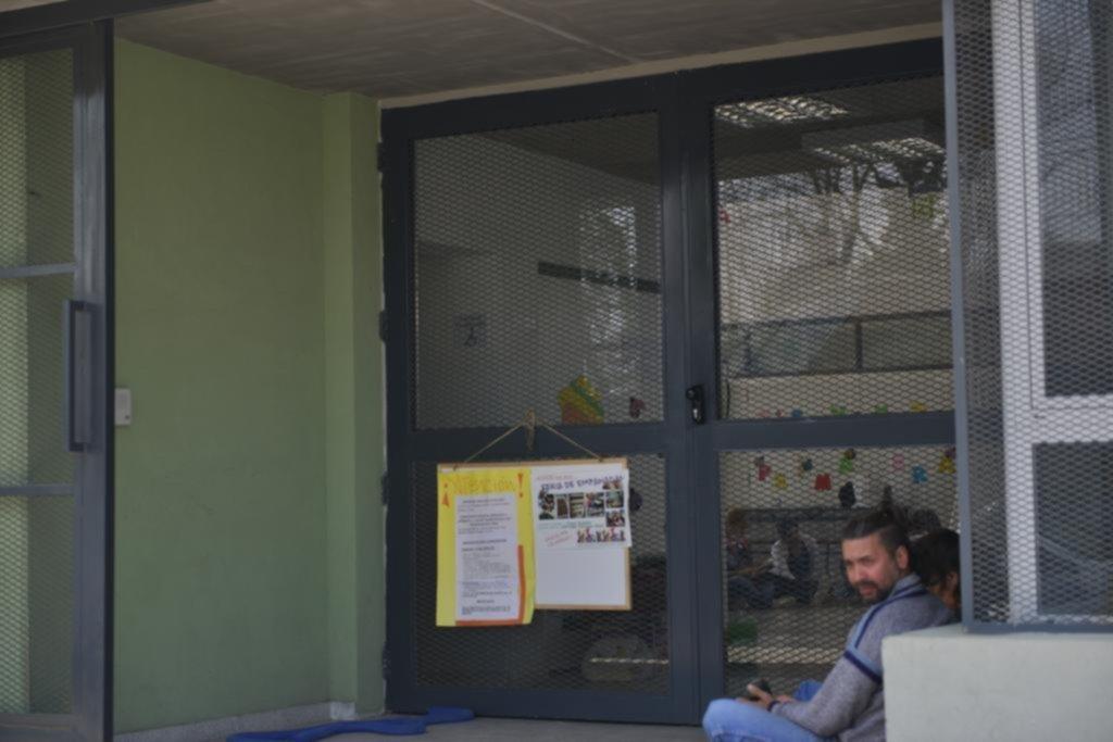 Padres de los hornos no aflojan en el reclamo para abrir for Vacantes jardin 2016