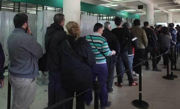 Otra jornada con atención reducida en los bancos y ratifican un paro