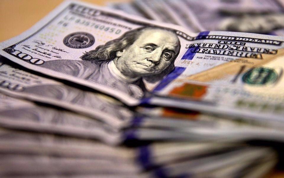 El dólar cerró con leve alza a $ 17,73