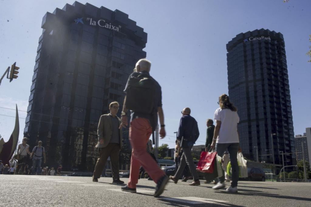 Bancos y empresas se mudan de catalu a por miedo a la for Oficinas sabadell alicante