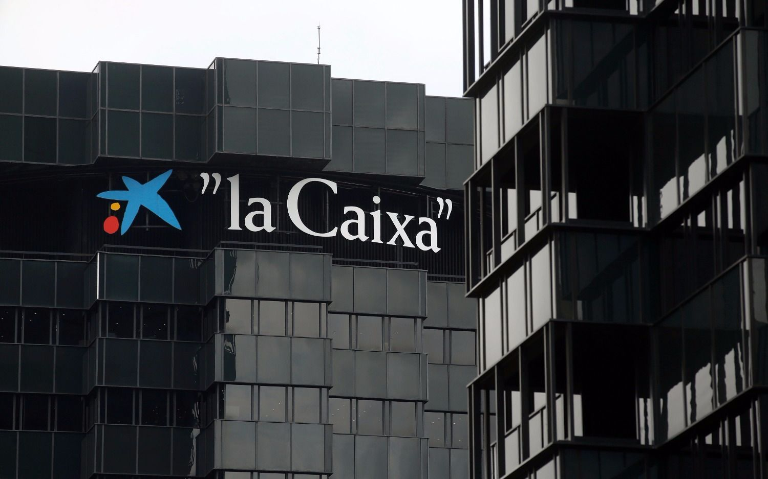 Gas Natural y CaixaBank abandonan Cataluña por incertidumbre
