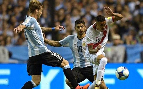 La foto de Banega en un boliche tras el empate con Perú