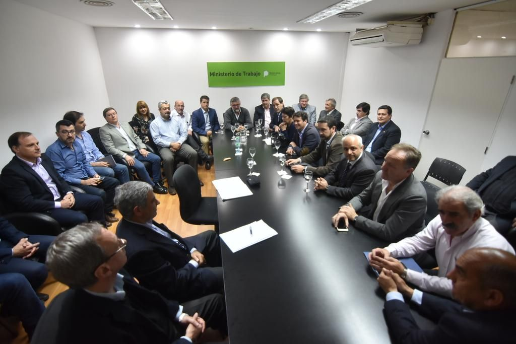 Arrancó un diálogo para reactivar la construcción en nuestra región