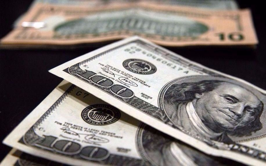 El dólar dio un salto y quedó al borde de los $18