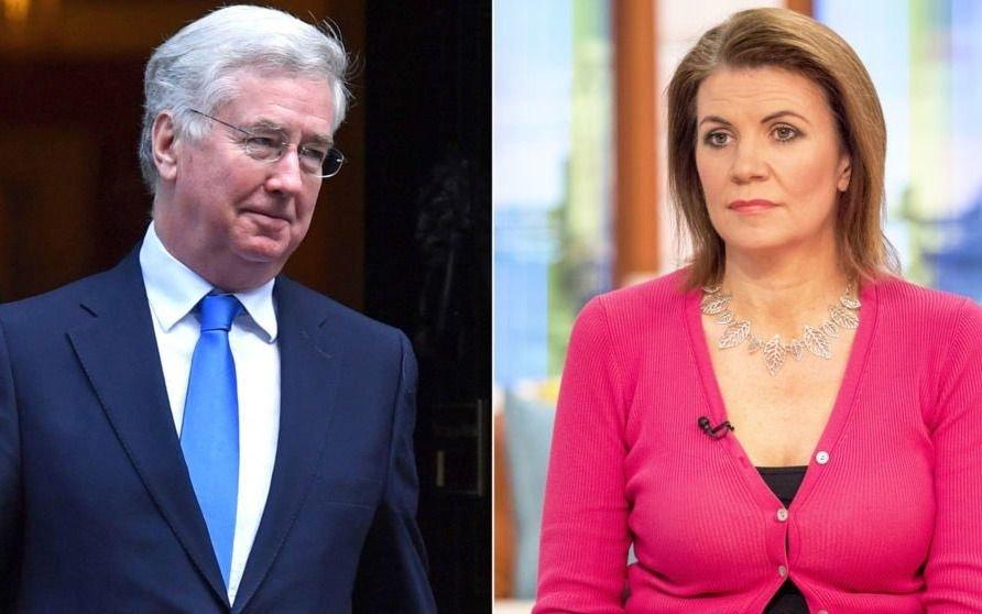 Ministro de Defensa británico renuncia: periodista lo acusó de acoso sexual