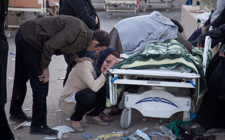 Son más de 400 los muertos y 7 mil heridos por el violento terremoto que sacudió Irán