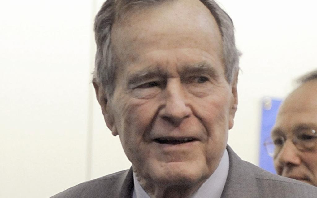 Bush padre se disculpó con otra mujer que lo acusó de haberla manoseado en 2003