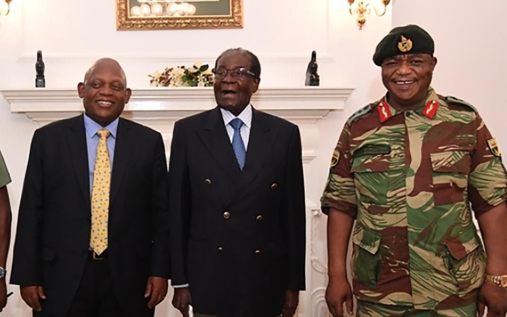 El dictador Mugabe negocia su futuro tras la intervención militar en Zimbabwe