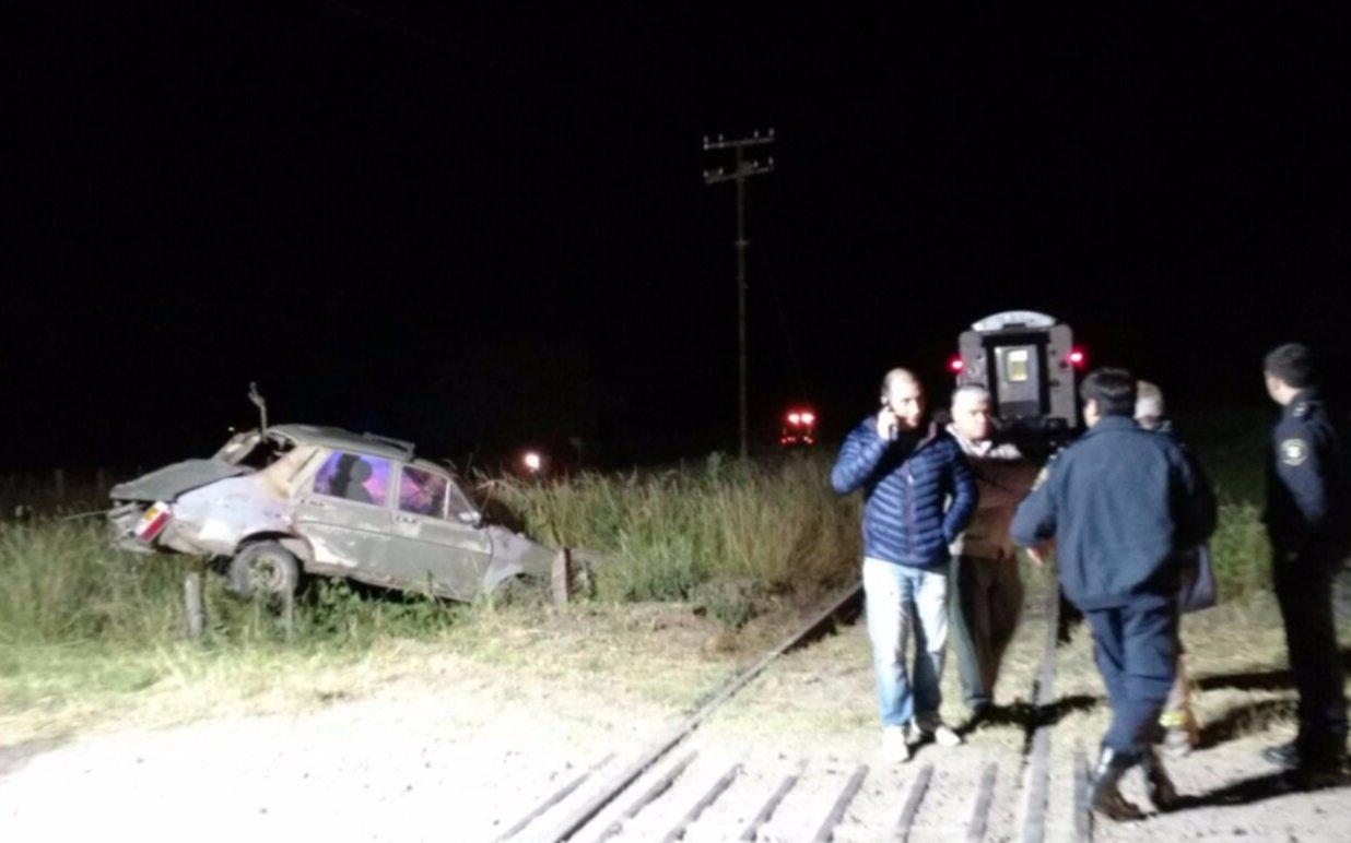 Tren arrolló a un auto en Brandsen: un muerto y dos heridos, entre ellos un menor