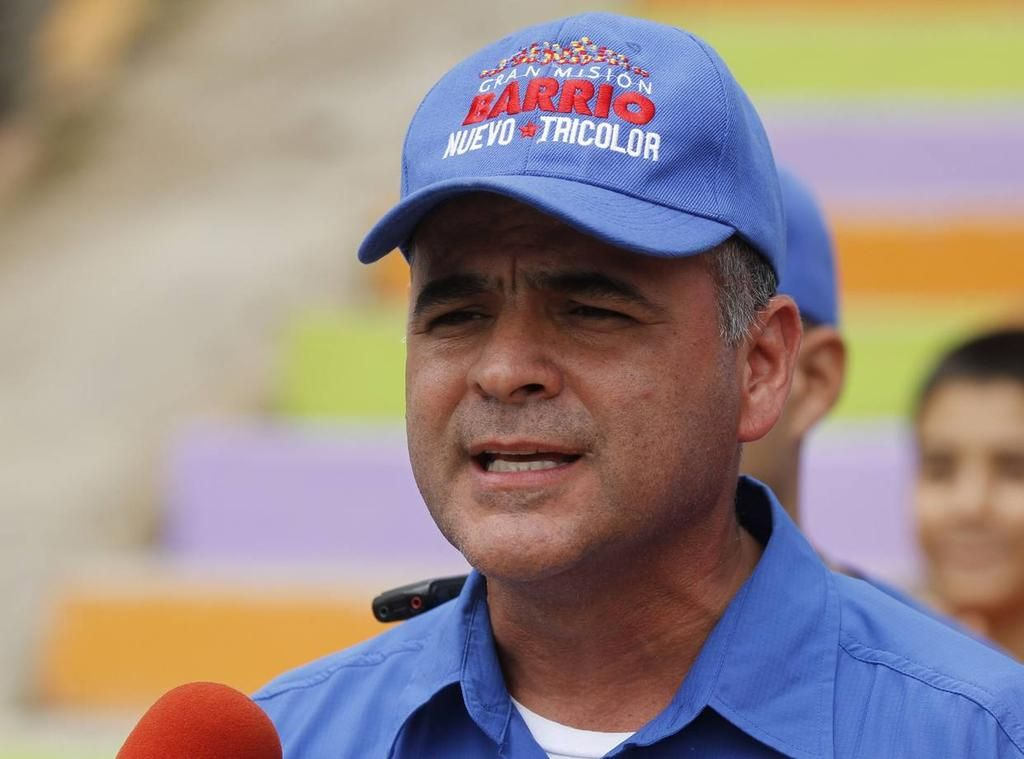 Maduro nombra a militar como presidente de petrolera PDVSA