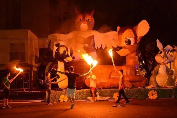 El ritual de los muñecos de fin de año pone primera: el lunes abren la inscripción