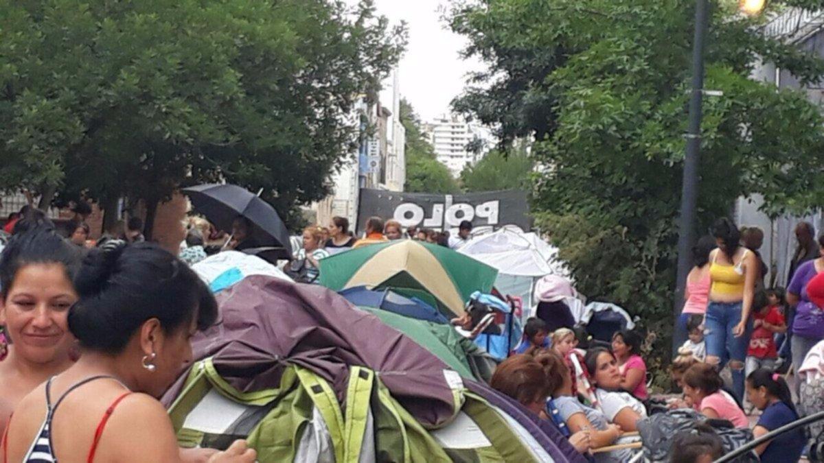 Organizaciones sociales acampan en la Avenida 9 de Julio
