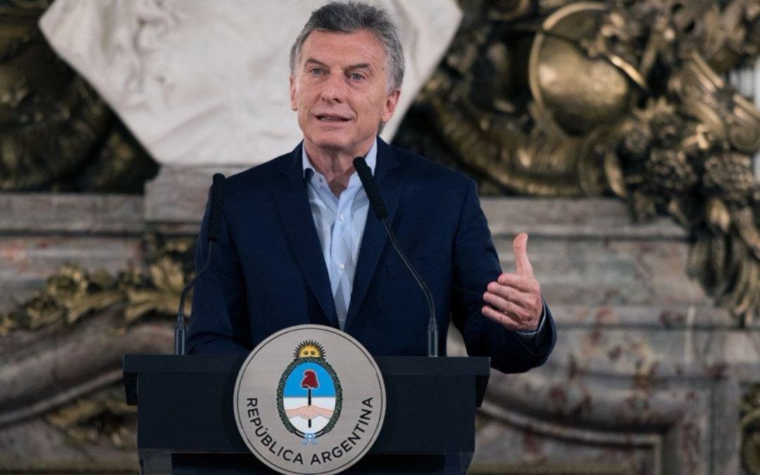 Mauricio Macri visitó a los policías heridos