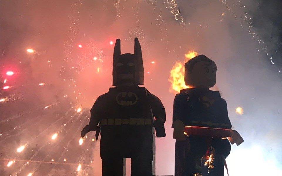 Esquina por esquina: las fotos de la quema de muñecos 2018
