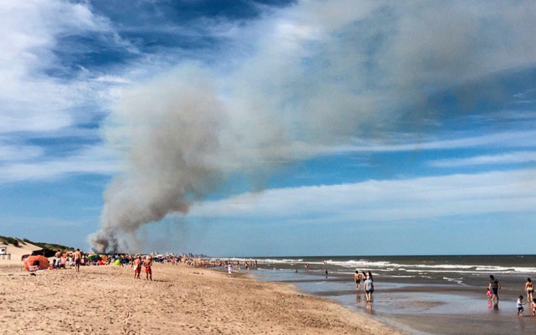 Preocupación en Villa Gesell por un voraz incendio