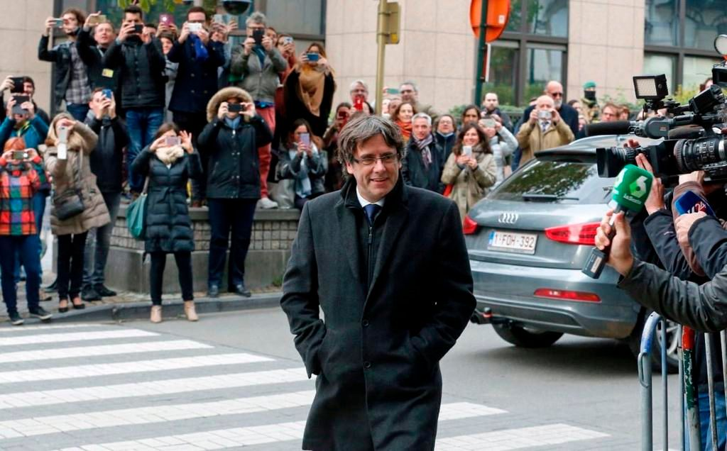 El gobierno español frenará una asunción del independentista Puigdemont por Skype
