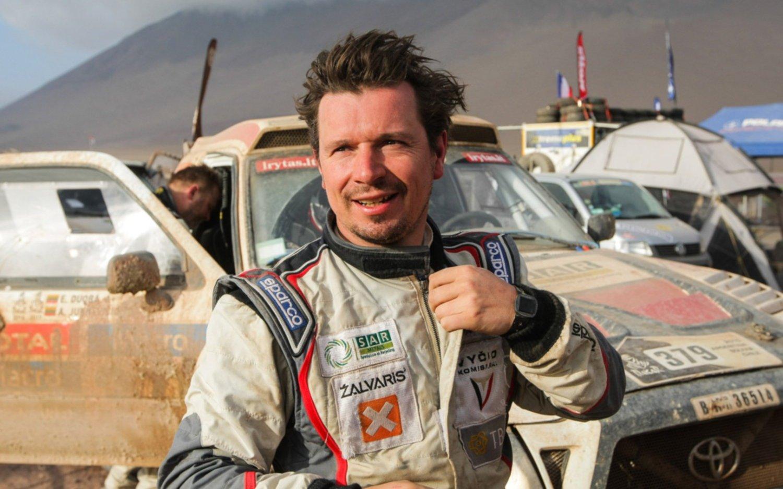 Piloto lituano apuesta a la energía solar en el Dakar