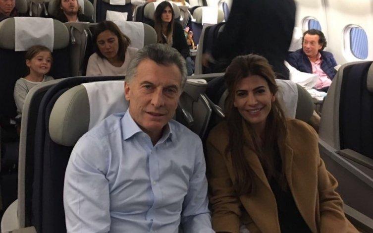 """Informe advierte que Macri se expone a """"serios riesgos"""" al viajar en vuelos comerciales"""