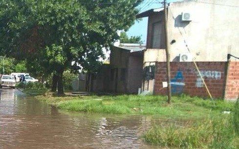 Tras las intensas precipitaciones, una nena murió electrocutada en Los Hornos