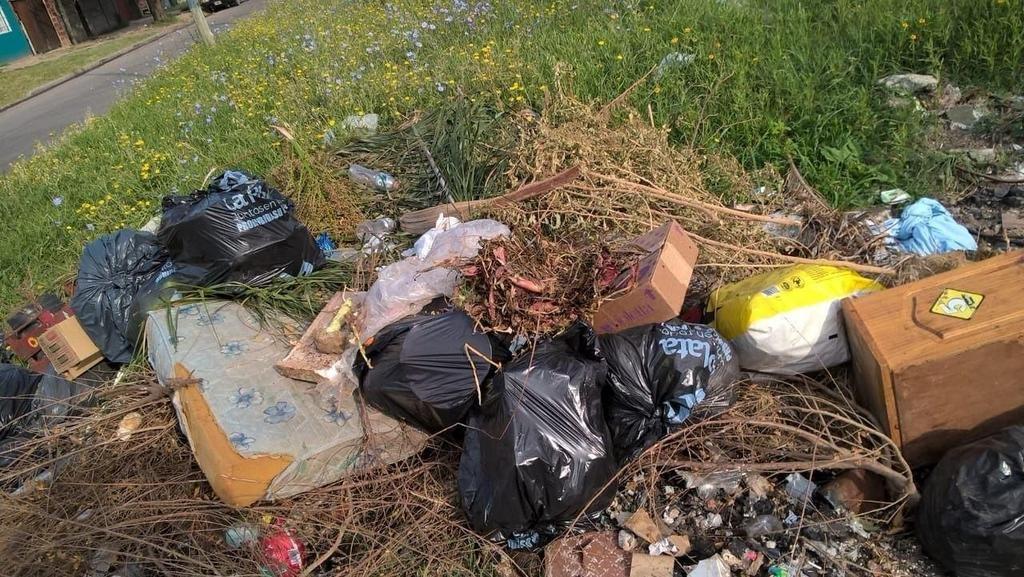 Indignación por basura que nadie retira en Los Hornos
