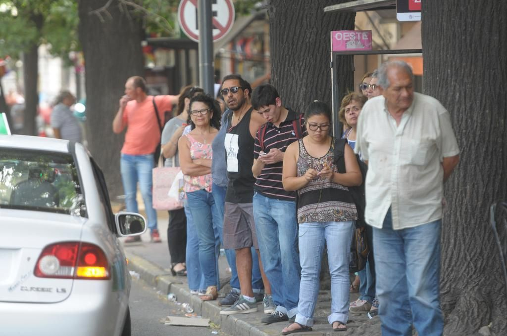 Desde el 1 de febrero, buscan reorganizar las paradas de micros del transporte público