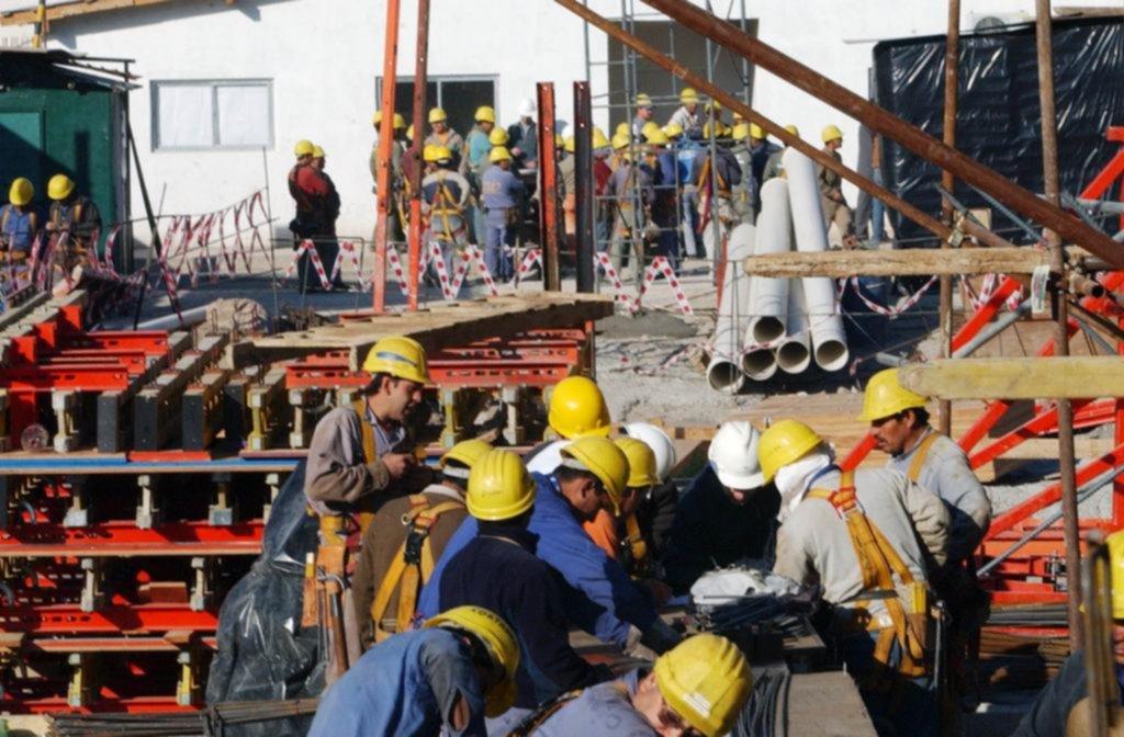 """Uno de cada tres empleos del Gran La Plata es """"en negro"""""""