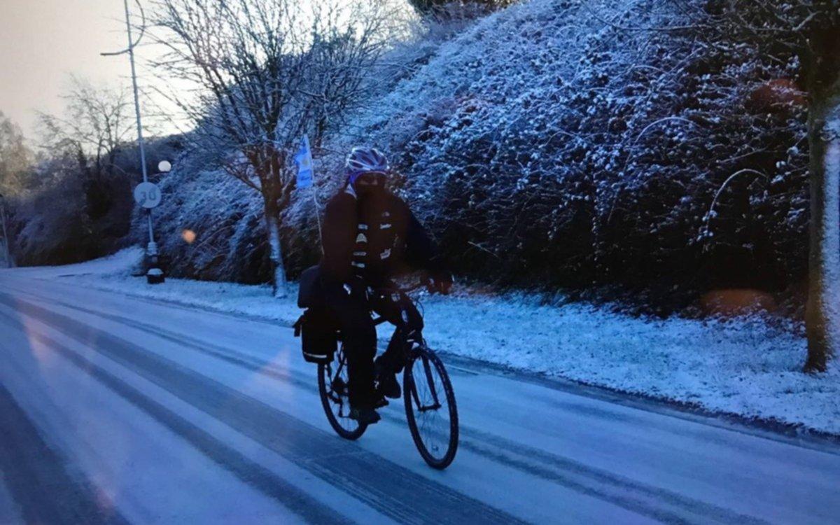 Un argentino unió Londres y París en bicicleta a beneficio de tres comedores del Conurbano