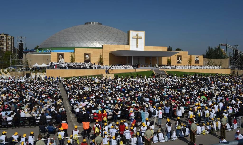 """Los argentinos asisten a la misa papal, un """"premio consuelo"""" a la espera de su visita"""