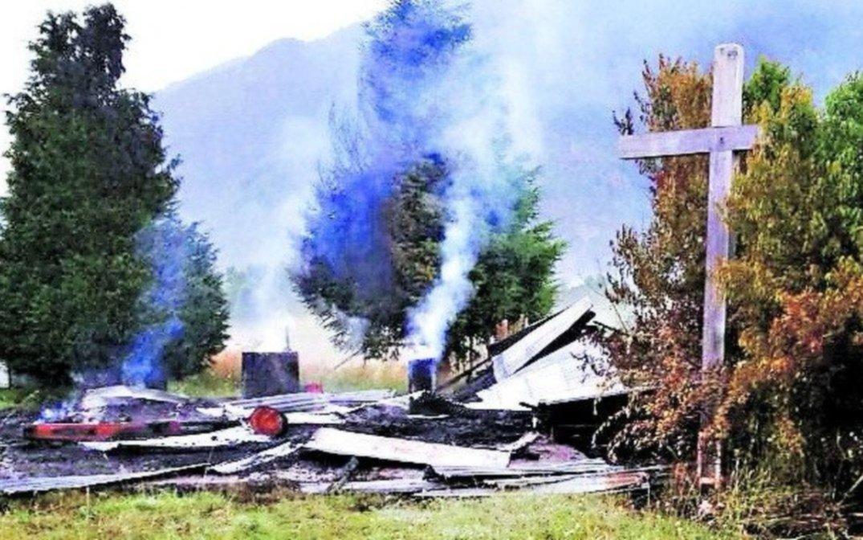 Investigan quema de capilla en Panguipulli