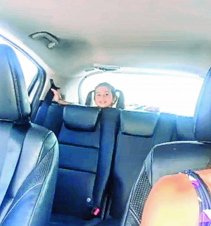 ¡Qué peligro! Cinthia Fernández llevó a su hija en el baúl