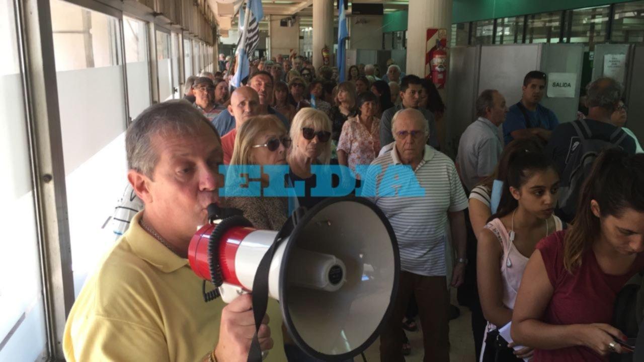Trabajadores del BaPro convocan a una asamblea y crece el conflicto