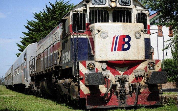 Vidal oficializó el decreto para suprimir Ferrobaires y los trenes pasan a manos de Nación