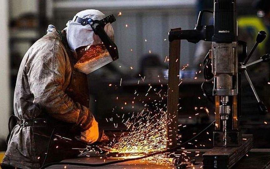La industria sufrió en noviembre la mayor baja de 2018 - País