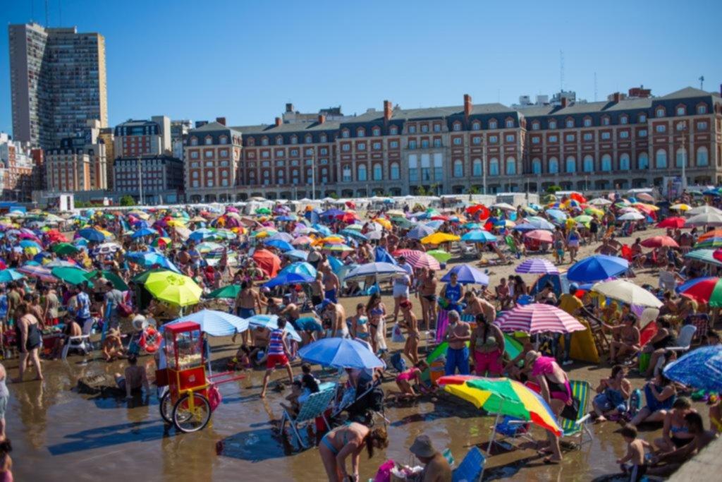 Destinos locales y hábitos austeros en unas vacaciones marcadas por el dólar