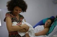Nació Brunna, la nena de las dos mujeres de Ensenada con licencia por maternidad