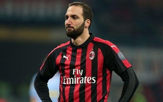 Milan intimó a Higuaín para que decida si quiere irse al Chelsea