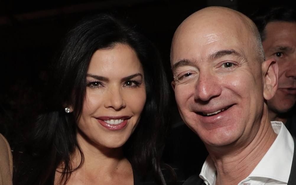 Revelan que el dueño de Amazon tiene un romance con una conductora de Fox