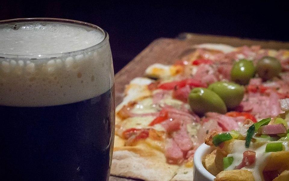 Este viernes y sábado, la salida es a Berlina: 50% off en pizzas, papas y cerveza