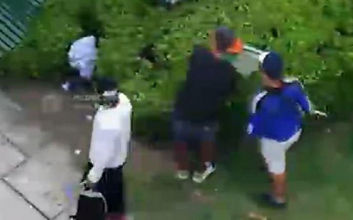 Limpiavidrios de 12 y 51 detenidos por el robo de registradora que escondieron en la plaza