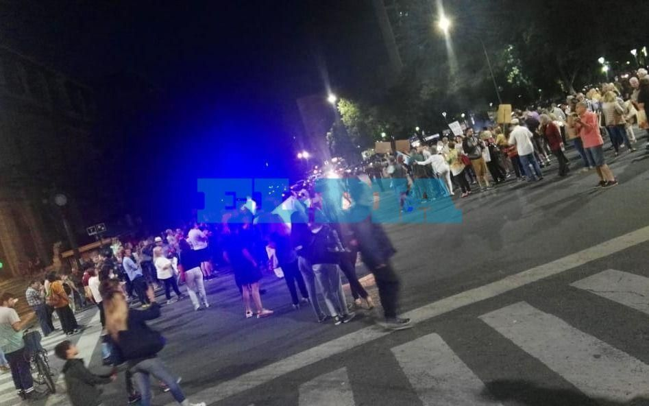 Vecinos protestaron en 7 y 50 en contra el aumento de los servicios