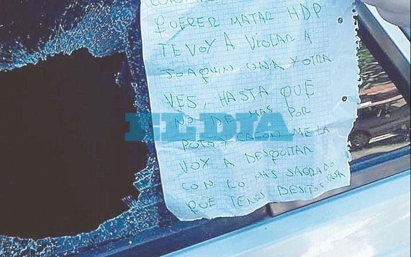 Amenazaron a un familiar de Marcos Rojo: le rompieron el auto y le dejaron una nota