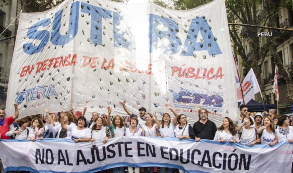 Ya arrancó la pulseada por los salarios entre los docentes y el gobierno provincial