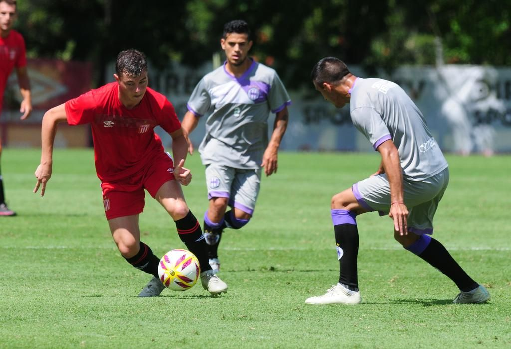 El equipo suplente se impuso gracias a los goles de Apaolaza y las gambetas de Pellegrini